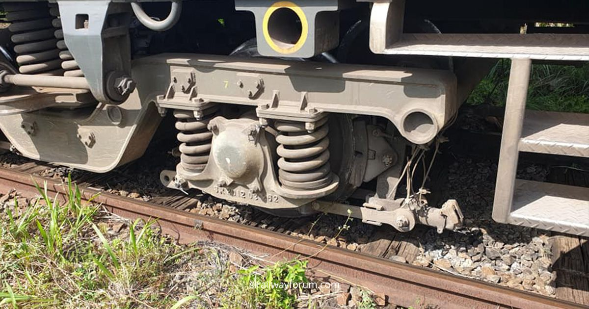 Podi Manike Express Train Derailed