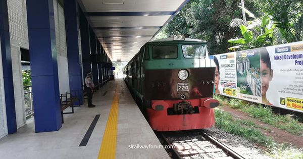 Air Conditioned Shuttle Train Service from Makumbura to Colombo Fort?