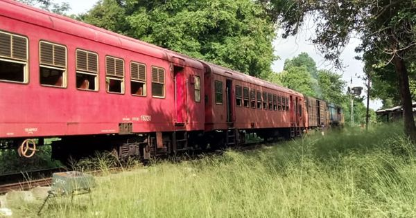 Jaffna Weekend Special Train Derailed at Maho